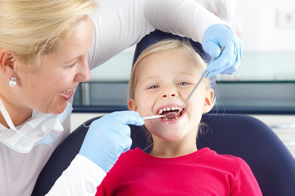 tandarts met kind Zorgfotograaf